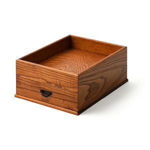 Pretty useful box / Japanese chestnut; Drawer interior: paulownia, finished with a coating of polyurethane / Width 25.5 × Depth 34 × Height 14 cm / Weight approx. 1.5 kg / ¥11,000 (including tax)