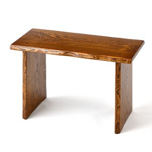 Single-plank bench / Japanese chestnut, finished with layers of lacquer (Fuki-Urushi) / Width 60 × Depth 30 × Height 40 cm / Weight 4.8 kg, Maximum load 200 kg / ¥41,800 (including tax)