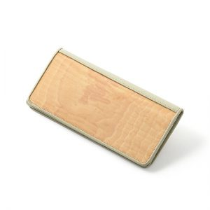 Long wallet / Japanese horse chestnut / 19 × 9 × thickness 2.5 cm / ¥17,600 (including tax)