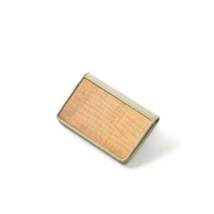 Business card holder / Japanese horse chestnut / 11.8 × 8 × thickness 1.8 cm / ¥8,800 (including tax)